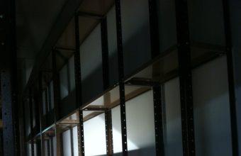 מידוף למחסן לרוחב הקיר